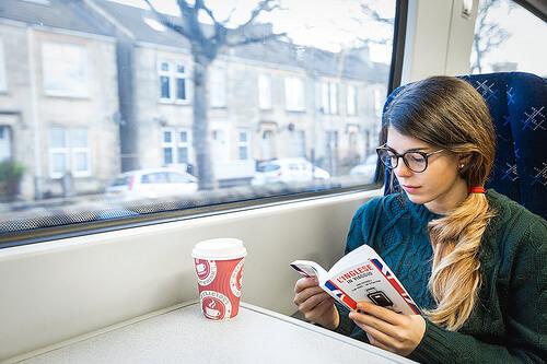 5 nyomós érv, hogy miért olvass, miközben tömegközlekedsz