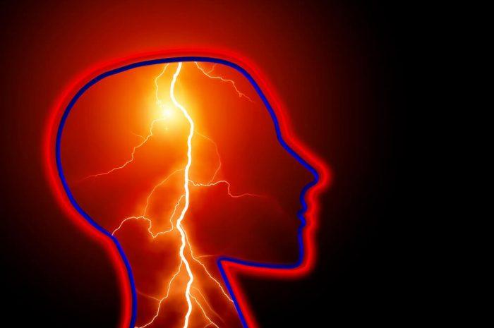 Miért fáj a fejünk? Fejfájás csillapítása házilag.